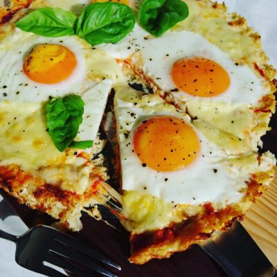 Breakfast pizza with a cheesy crust